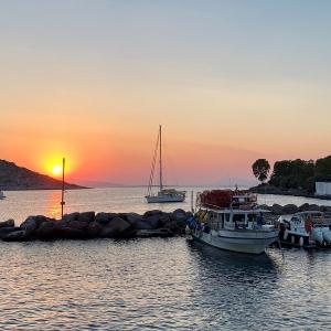 Inspiring Soho - Grecia - Atardecer puerto de El Pireo