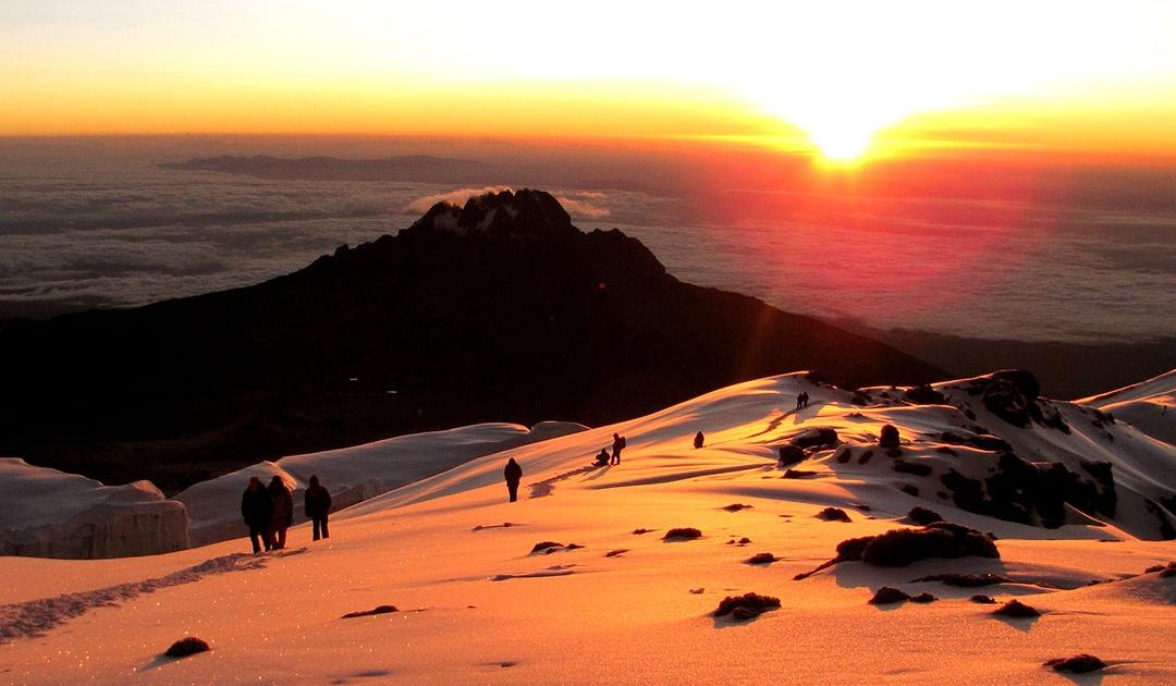 Inspiring Soho - Subida al Kilimanjaro con guías y porteadores